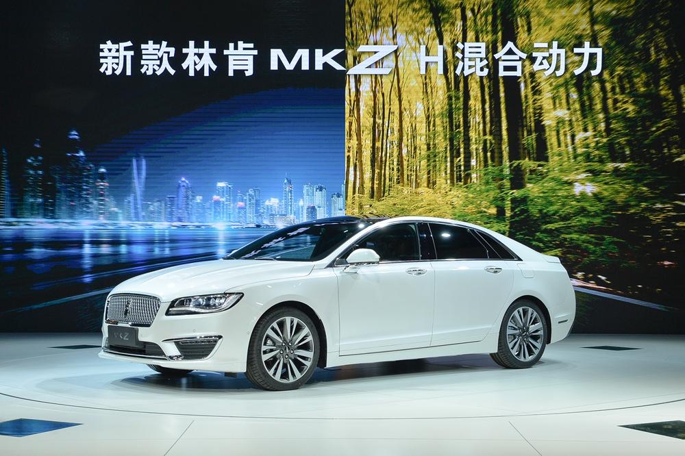 而在2017上海车展的林肯展台上,混合动力轿车和全尺寸suv联手登台,与