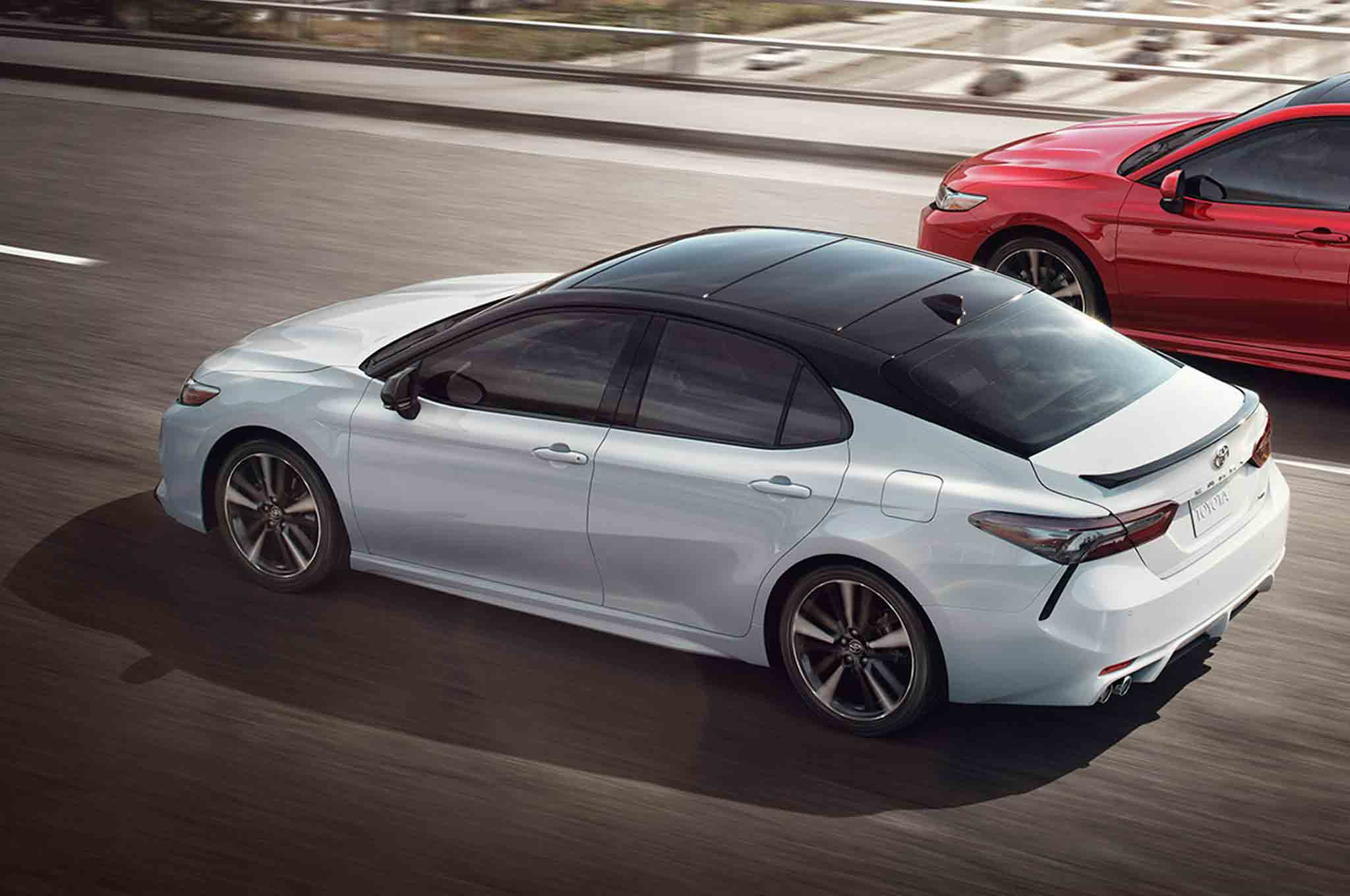 2018-Toyota-Camry-XSE-rear-three-quarter-in-motion-03.jpg