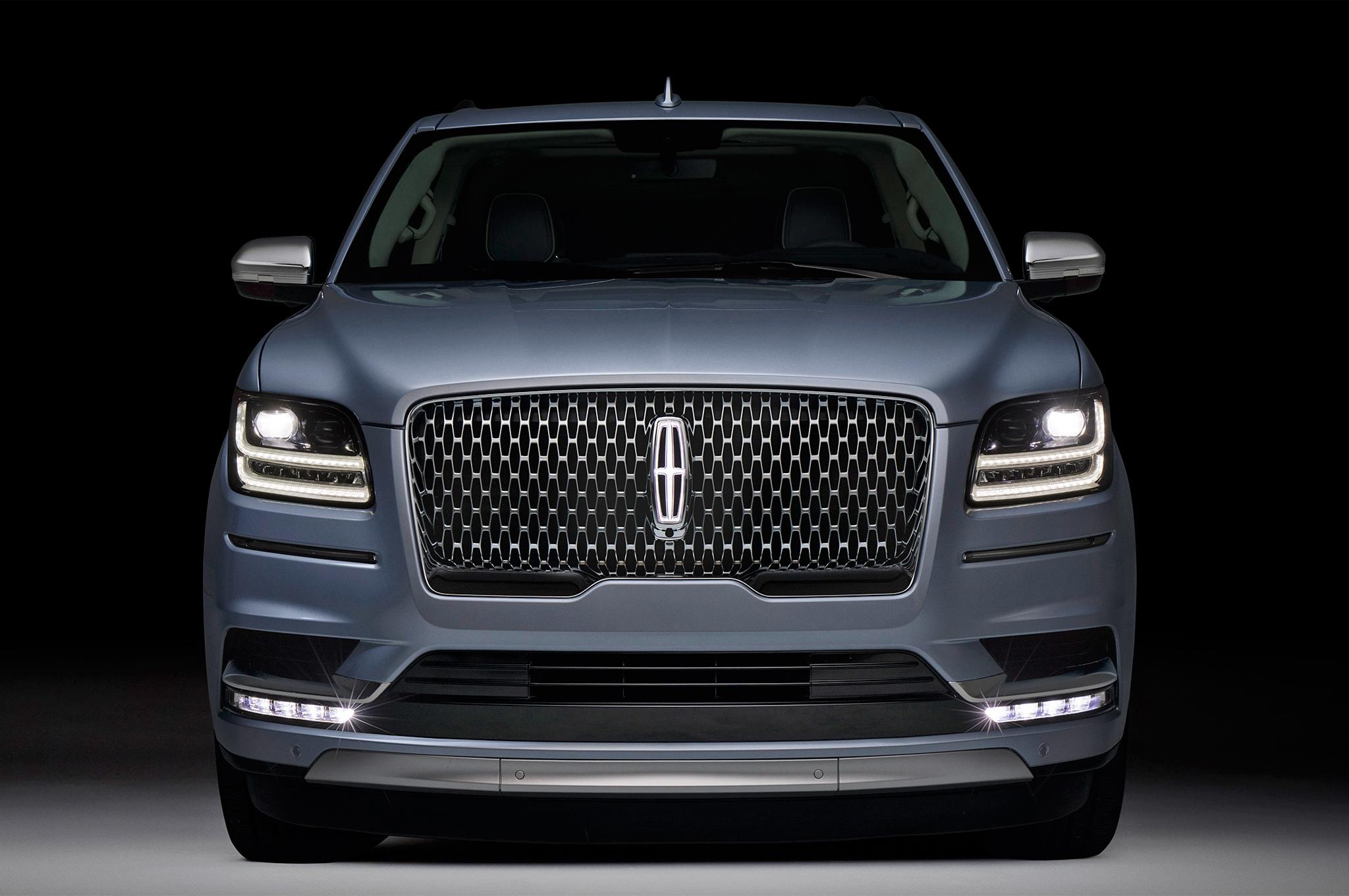 2018-Lincoln-Navigator-front-end-headlights.jpg